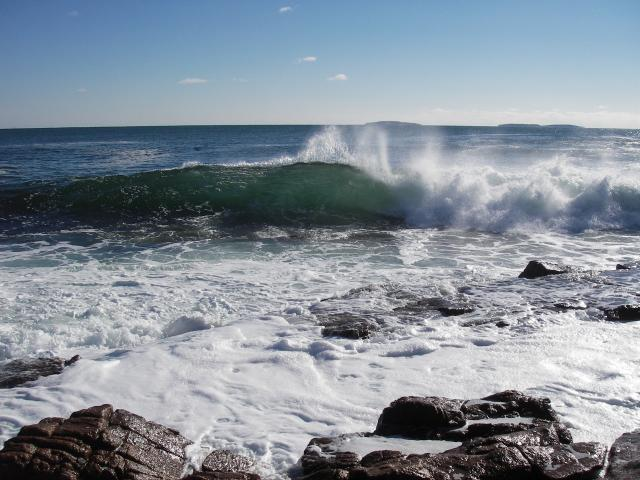 Ocean view, waves crashing on rocks